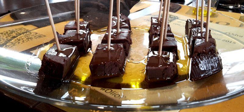 Azienda Pruneti: degustazione di olio extravergine d'oliva con piatti dolci