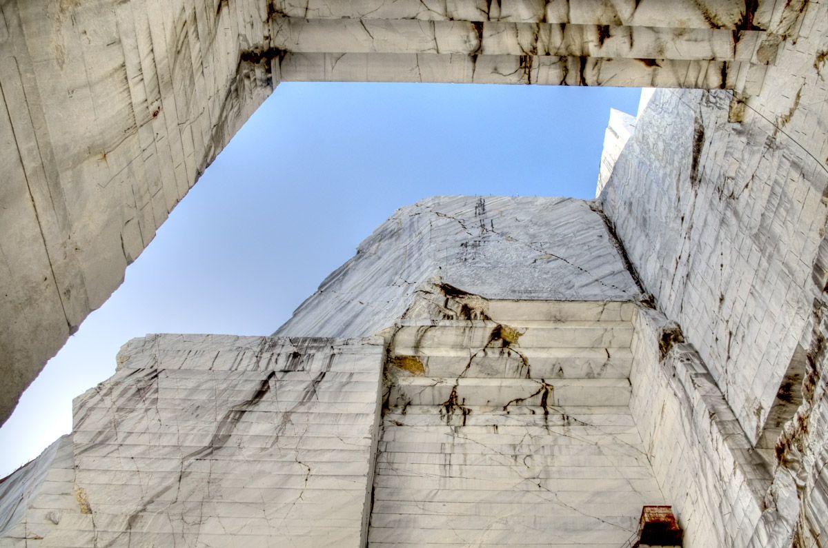 Tra cielo e mare: le cave di marmo della Versilia