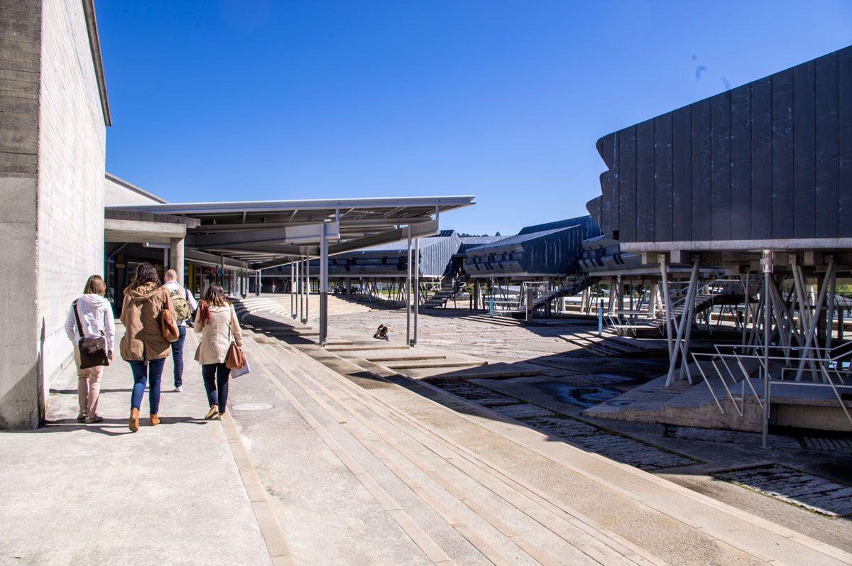 La piazza all'interno del Campus di Vigo dedicata all'architetto Enric Miralles che ha contribuito alla progettazione del campus stesso